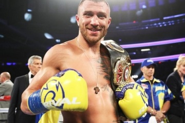Lomachenko defeats Pedraza to unify lightweight belts