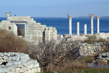 Russian archaeologists appropriate over a million Crimean artifacts