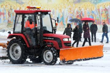 克利钦科:基辅市派出400台机械车日夜除雪