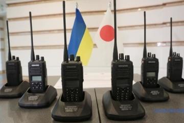 La policía ucraniana recibe de Japón los últimos dispositivos de radio por un valor de $500.000 (Fotos)