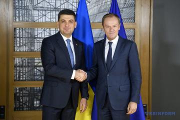 Groysman y Tusk discuten iniciativas para apoyar la región del Mar de Azov