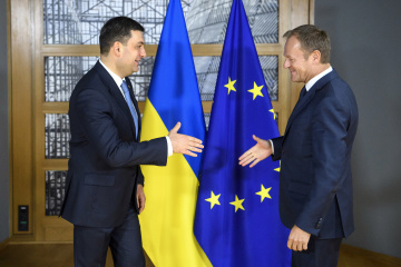Groysman, Tusk discuss initiatives to support Sea of Azov region