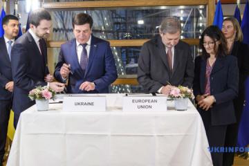 在乌克兰 - 欧盟协会理事会框架下签署了四项金融协议