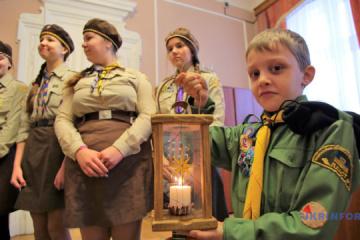 童子军转交伯利恒的和平之灯
