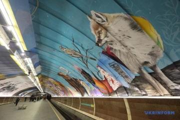 キーウ市地下鉄に8つの壁画が登場