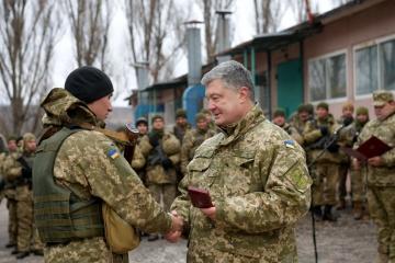 Президент вручив нагороди українським воїнам