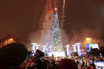 El principal árbol de Navidad de Ucrania encabeza el ranking europeo