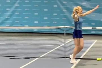 Еліна Світоліна виконала твінер біля сітки під час тренування