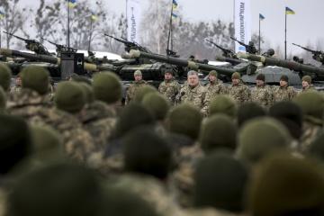 Військові отримують майже 10% річної продукції вітчизняного ОПК – Президент