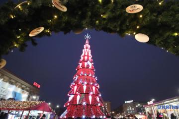 Desfile de árboles de Navidad en diferentes regiones de Ucrania