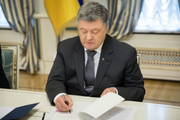 Poroshenko signs law to rename Ukrainian Orthodox Church of Moscow Patriarchate