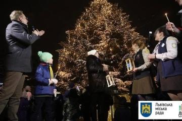 利沃夫点亮新年圣诞树