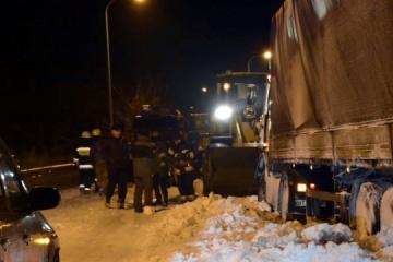 121 Fahrzeuge aus Schneeverwehungen in Oblast Dnipropetrowsk befreit - Fotos, Video