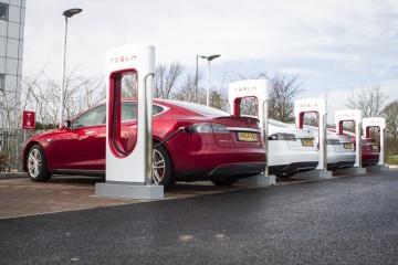 Musk a annoncé l'apparition de la Tesla Supercharger en Ukraine