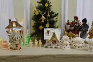 """圣诞装饰与麦束:罗夫诺市举办""""艺术风暴""""展"""