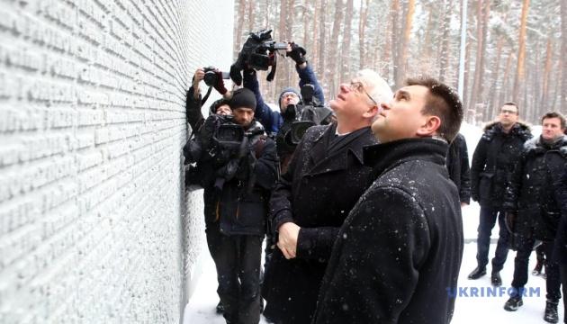 Климкин и Чапутович почтили память жертв НКВД в Быковне