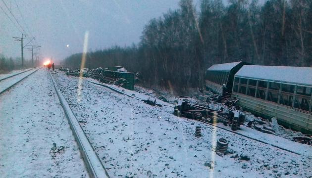 В России сошел с рельсов 71 вагон с военной техникой