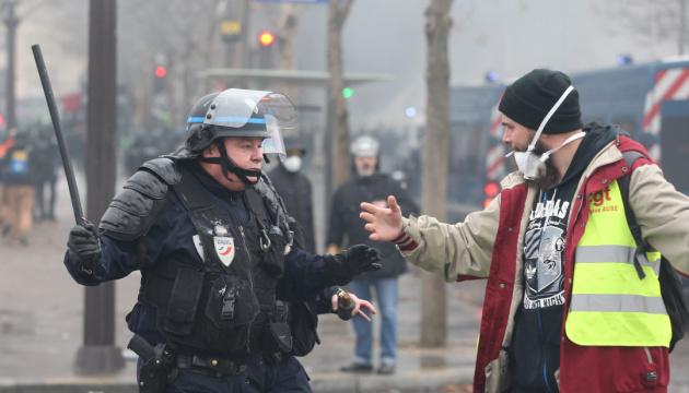 У Парижі затримали понад 30