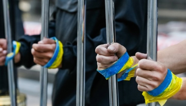 Ukraine sends Russia three hundred diplomatic notes demanding release of political prisoners