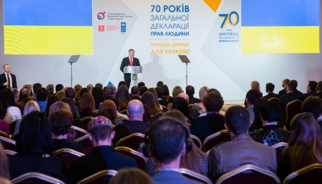 Окупаційна влада в Криму прагне зробити те, що не вдалося Сталіну - Порошенко