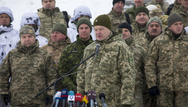Блискуче виконання: Порошенко після навчань з бойовою стрільбою на Чернігівщині