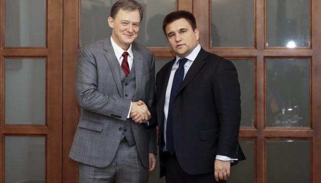 Kent y Klimkin discuten la seguridad en Ucrania