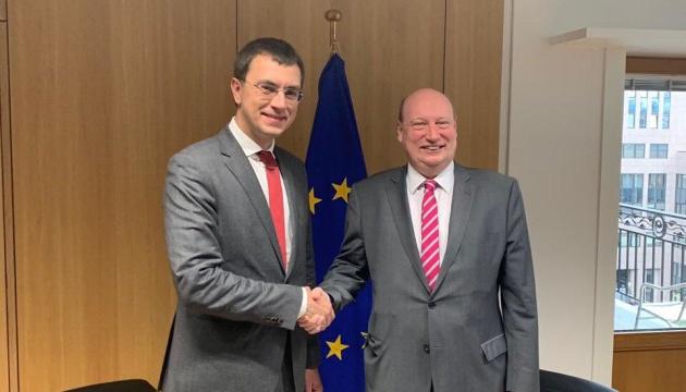 Омелян домовився у Брюсселі про початок лібералізації автоперевезень