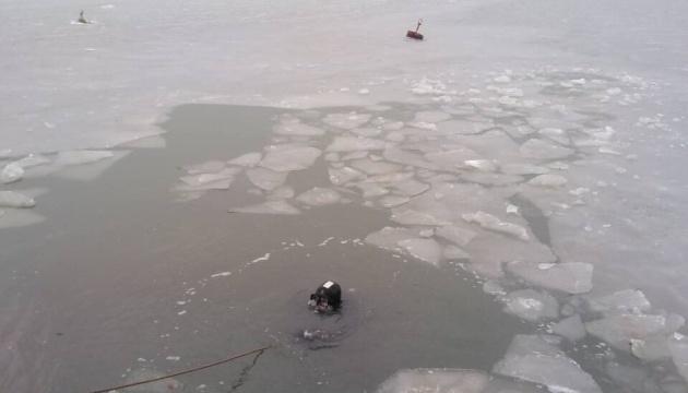 На Азовському морі водолази ДСНС провели тренування зі спуску під лід
