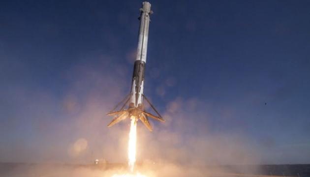 Багаторазовий Falcon 9 вивів на орбіту одразу 64 супутники