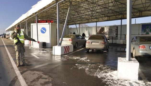 В очередях на выезд с оккупированного Донбасса умерли двое людей