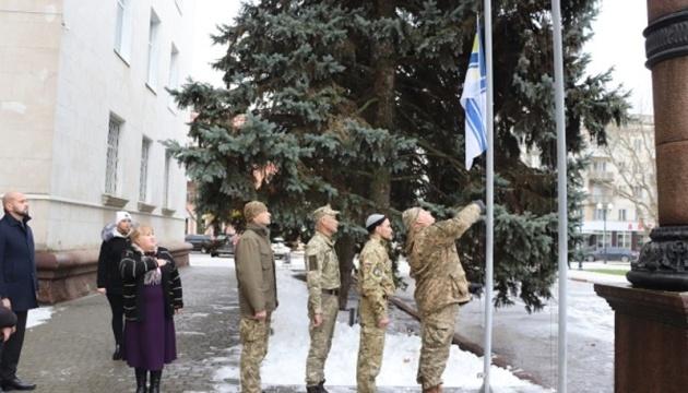 У Херсоні підняли прапор ВМС на підтримку полонених моряків