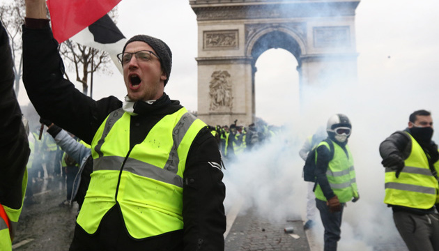 У Парижі проходить п'ята хвиля протестів