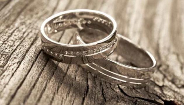 Полиция Нью-Йорка разыскала пару из Британии, уронившую обручальное кольцо в шахту метро