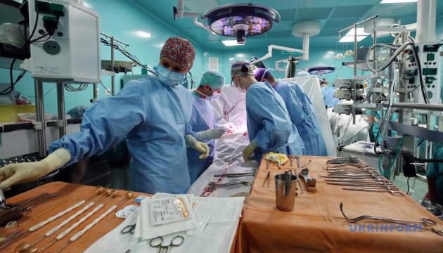 Антизрада: українським медикам стає краще працювати й жити