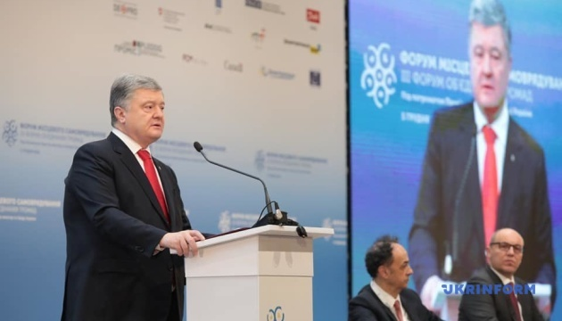 Poroshenko calls date for unification council