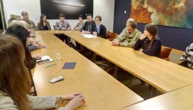 Familien von gefangen Marinesoldaten treffen sich mit US-Botschafterin Yovanovitch - Fotos