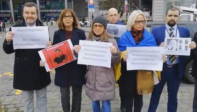 Під Європарламентом провели акцію за звільнення політв'язнів Кремля