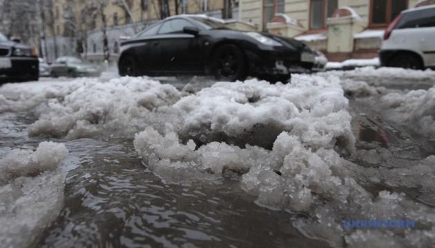 Україну ще майже тиждень засипатиме мокрим снігом