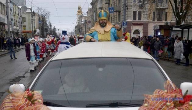 Миколай кататиметься вулицями Житомира на автомобілі