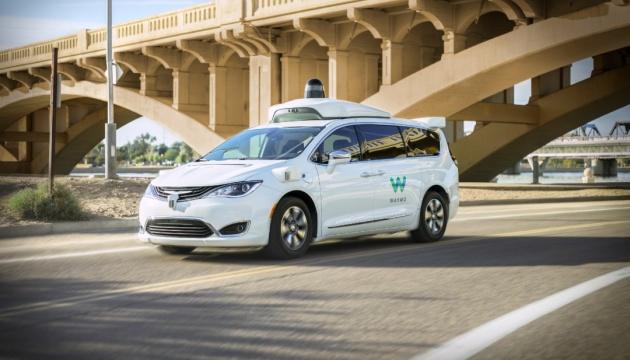 Waymo запустила первый в мире коммерческий сервис беспилотных такси