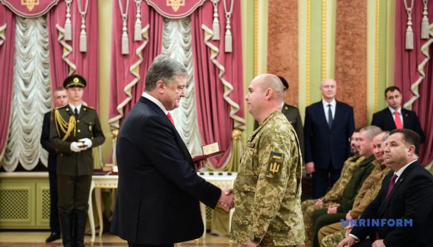 Ukrainian president presents awards to nearly 200 military