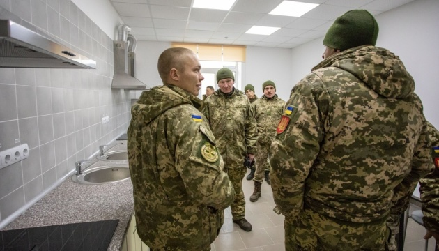 Порошенко показав новосілля 125 військовослужбовців у Старичах