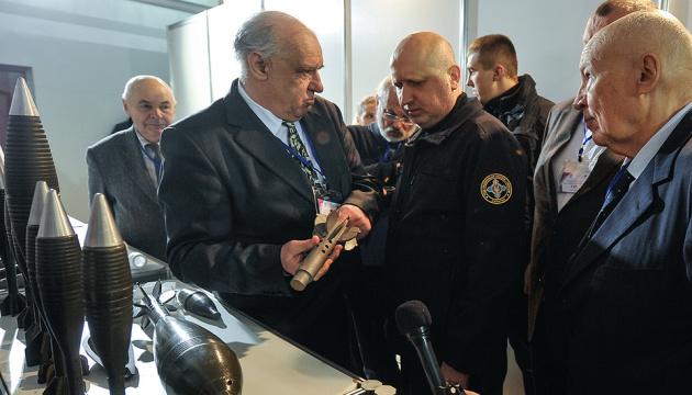 Турчинов открыл выставку научно-технических разработок НАН