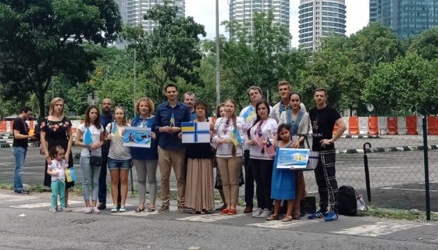 Українці Малайзії провели флешмоб на підтримку кримських татар