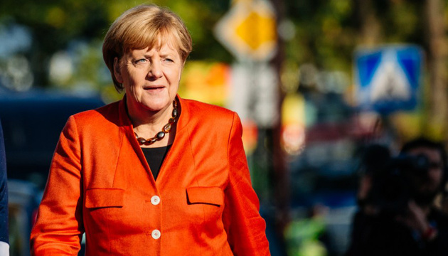 Merkel to meet Zelensky with military honours