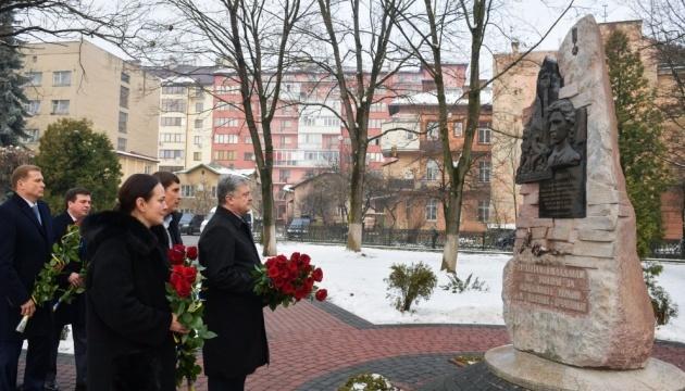 总统在喀尔巴阡山地区纪念英雄罗曼•古里克