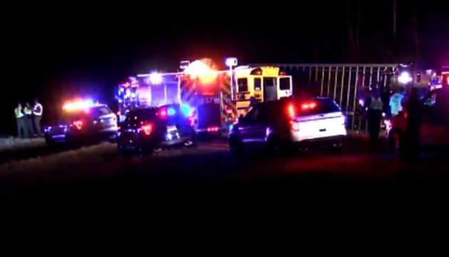В США школьный автобус столкнулся с грузовиком, есть жертвы