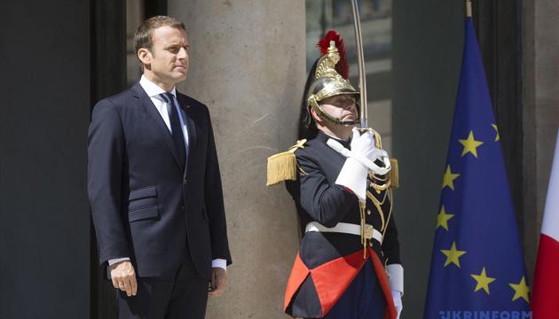 Макрон оголосив у Франції надзвичайний стан у соціальній та економічній сферах