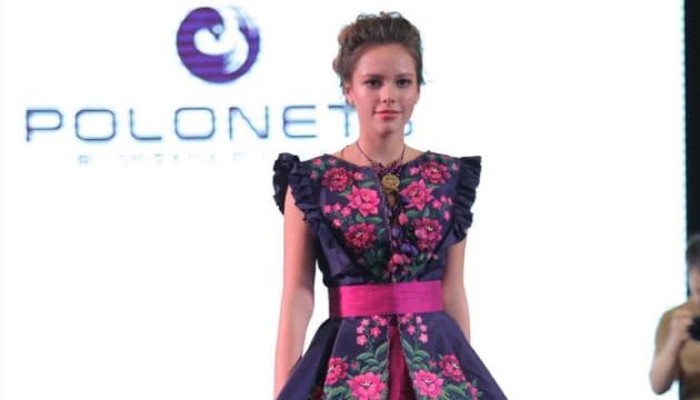 乌克兰绣花裙在曼谷时装秀亮相