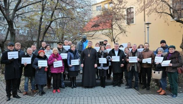У Будапешті молилися за Україну та провели флешмоб проти агресії РФ